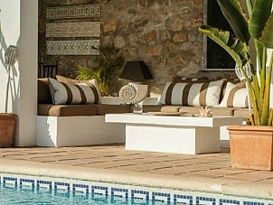 outdoor cement coffee table - deco cushions - shell sculpture